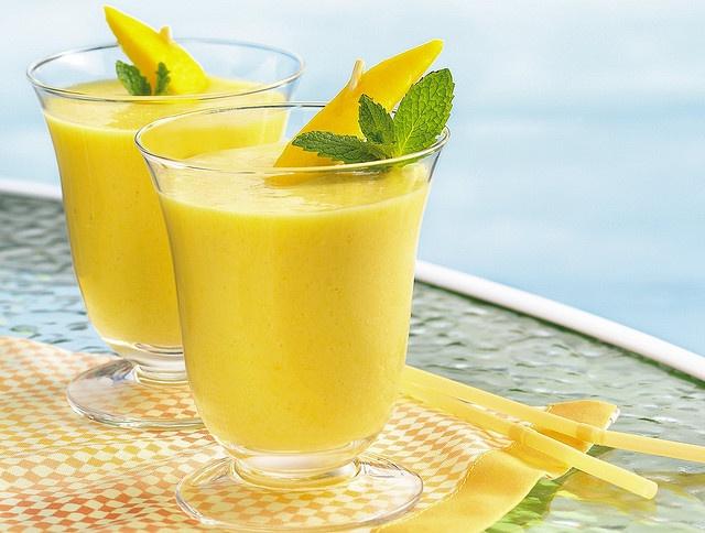 Smoothie z mango i ananasa (pinterest)