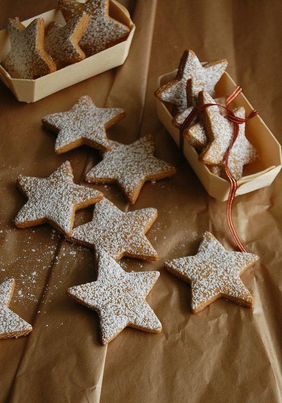 Pierniczki w kształcie gwiazdek (źródło: pinterest)