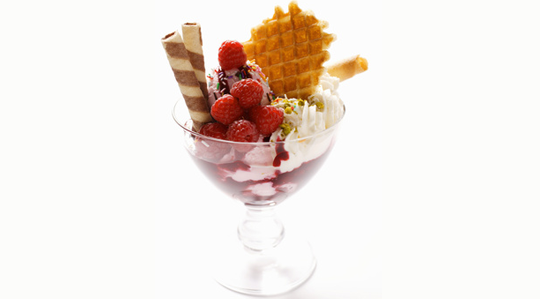 Deser lodowy truskawkowo-kokosowy (źródło: www.makro.pl)