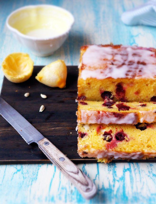 ciasto z żurawiną i lukrem