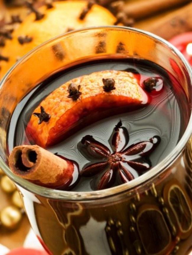 grzaniec z wina z cynamonem i goździkami