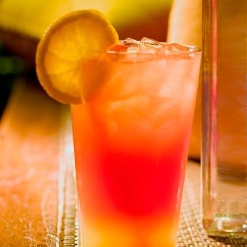 niebanalny drink, który łączy w sobie rum w winem