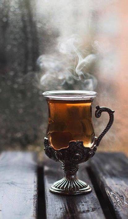 herbata z kolendrą w przepięknej dekoracyjnej szklance
