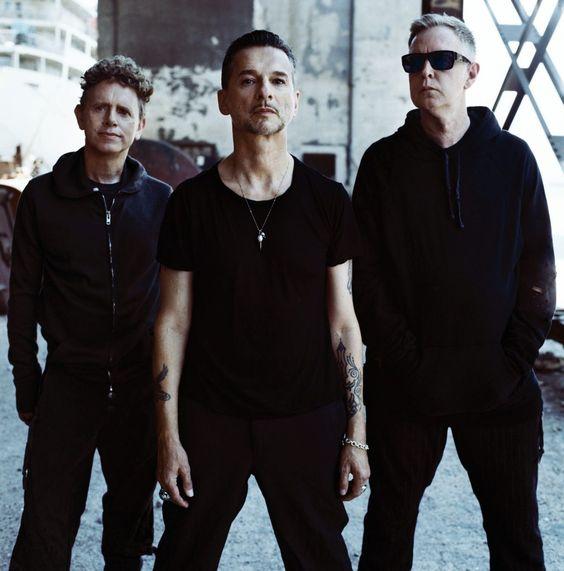 członkowie zespołu Depeche Mode ubrani na czarni